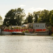 Pettinger Gardens houseboat